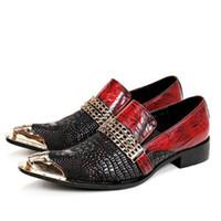 sapatos de jacaré vermelho venda por atacado-Handmade De Couro de Jacaré De Metal Toe Homens Sapatos Com Cadeia De Ouro Fivela Preto Vermelho Banquete Do Partido Dos Homens Vestido de Casamento Loafers Sapatos