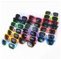 vasos de plástico para niños al por mayor-20 unids gafas de sol de plástico clásicas gafas de sol cuadradas de la vendimia retro para mujeres hombres adultos niños niños gafas de múltiples colores