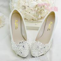 ingrosso scarpe bianche scarpe basse-2018 Crystal White Lace Flower Wedding Shoes Donna pumps Low Heels Shoes Donna 2018 New Slip On Scarpe di design di lusso per le signore