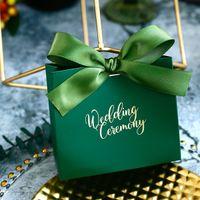 décorations de mariage vert achat en gros de-Petite Boîte De Bonbons De Mariage Vert Foncé Avec Ruban De Mariage Cérémonie Décoration De Fête Faveur Rose Rouge Cadeaux Boîte BX016