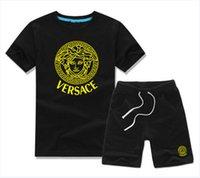 moda giyim markaları toptan satış-SıCAK Yeni Lüks Logo Tasarımcısı Boy T-Shirt Pantolon 2-7 Yıl Set Çocuk Marka Çocuk 2 Parça Pamuk Giyim Seti Erkek Moda Giyim COCO