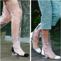 schwarze weiße oberschenkel hohe stiefel großhandel-Luxus Designer Transparent PVC Damen Kniehohe Stiefel Rainboots Schwarz Weiß Halb- / Knie- / Schenkelhohe Stiefel Zip Damen High / Low Heels Pumps