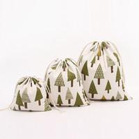 weihnachtsbaum silber stern ornamente großhandel-Auf Lager!!! Weihnachtsgeschenk-Beutel-reine Leinen-Baumwollsegeltuch-Zug-Sack-Taschen mit Weihnachtsschneekiefer für Geschenke Süßigkeit