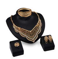 conjuntos de joyería nupcial simple al por mayor-Joyas de diseñador Conjuntos de alhajas de color oro Pulseras Collares Anillos anillos clásico simple para mujeres nupciales