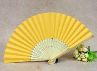 fãs de papel amarelo venda por atacado-Profundamente amarelo ventiladores de bambu dobrável handheld fãs ventilador de papel dobrado para festa de casamento e decoração de casa papel artesanal fãs favor do partido 005