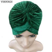 koyu mavi kadifeli toptan satış-VISNXGI 2018 Yeni Avrupa Kadınlar Kış Moda Siyah Koyu Mavi Yeşil Renk Kadife Müslüman Türban Şapka Hint Kapaklar Yüksek Kalite