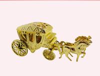 avrupa arabası şekerleme kutusu toptan satış-Avrupa Stilleri Romantik Düğün Şeker Kutuları Altın Arabası Şeker Çantalar Düğün Favor Çikolata Hediye Kutuları