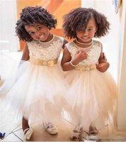 ingrosso abito da festa su ordine della ragazza-Custom Made Lovely Tea Lunghezza Flower Girls Abiti per matrimoni Sheer Jewel prima comunione Dress Sash Lace Appliques Toddlers Pageant Dress