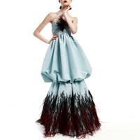 reißverschlussblase kleid großhandel-Blaues trägerloses Abendkleid mit Blasenrock und Federstickerei Einfache, aber zarte Abendkleider Lange Anlasskleider mit Reißverschluss hinten