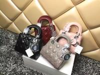damen echtes lackleder handtaschen großhandel-Neue Luxus Qualität Promi Design Lady 3 Plaid Schultertasche Echtem Lackleder Plaid Chain Bag Lammfell mit Charme Fräulein Handtasche
