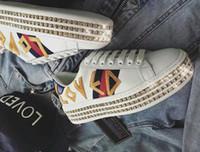 toile de texture achat en gros de-Nouvelles chaussures de luxe pour femme. Baskets en cristal de la série Ace. Design rétro. Semelle en caoutchouc imperméable. Cuir texturé et métal bleu.