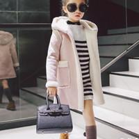 chaqueta roja de invierno para niñas al por mayor-Las chicas nuevas capas del invierno del ante de lana con capucha niños chaquetas de color rosa y rojo chaqueta de las muchachas