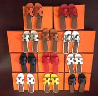 flip flops farben großhandel-Größe 35-41 Damen Designer Sandalen Luxusrutsche Leder mit Mix Farben Staubbeutel Designer Schuhe Luxusrutsche Sommer breite flache Sandalen