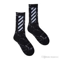 harajuku yüksek çoraplar toptan satış-Harajuku Tarzı Çizgili çorap Yüksek Sokak Spor Çorap Marka Mutlu Çorap erkeğin Moda Kişilik Yüksek Kalite