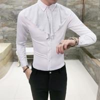 ingrosso uomini in camicia nera increspata-Patch Ruffle Shirt Uomo 2018 Gothic Shirt Uomo Slim Fit Wedding Party Camisa Masculina Maschio Nero Bianco