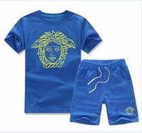 46cc3a682110a 2018 Plus de styles NOUVEAU marque de bébé bébé bébé filles été manches  courtes enfants garçon filles 2 pièces set t-shirt + pantalon bébé enfants  ensembles ...