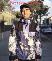 ropa de nieve al por mayor-2018 New Fashion Tide Designer Jacket Coat con 2 letras de marca Mens Jacket Tops con capucha Snow Mountain Hoodie para hombres Clothing S-XL