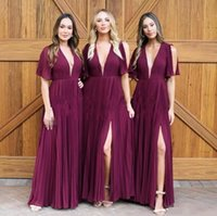 vestidos de dama de honor de la gasa de la uva al por mayor-Grape Deep V Neck gasa vestidos de dama de honor Summer Beach Garden plisados ​​Slit mangas cortas de dama de Honor vestidos Cheap Wedding Guest Dresses
