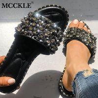 bayan düz terlik toptan satış-Mcckle kadınlar rahat yaz düz plaj terlik kadın kristal perçinler slaytlar terlik ayakkabı kızlar için kadın eğlence ayakkabı