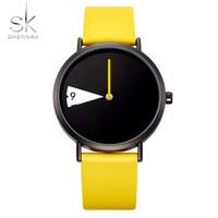 relojes populares al por mayor-Moda Única Señora Watch SHENGKE Minimalismo Elegante Mujeres Reloj Círculo de Cuero Amarillo Casual Popular Reloj de Regalo de Cuarzo Chicas