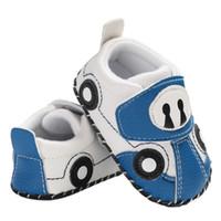 400d780b23753 Bébé Garçon Chaussures Semelle Souple Anti-slip Bande Dessinée Voiture  Motif Chaussures Berceaux Premiers Marcheurs