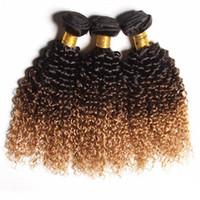 cheveux châtains aux cheveux bruns achat en gros de-Ombre brésilienne crépus bouclés Bundles de cheveux humains T1b 4 27 Trois tons Remy cheveux vierges tisse noir brun miel 3pcs 4pcs Lot