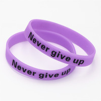 силиконовый светлый темный браслет оптовых-1PC Purple Hologram Never Give Up Logo Bracelets& Bangles Luminous Glow in Dark Silicone Wristbands Cuff Gifts SH095PE