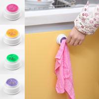 пластиковые крючки присоски оптовых-Круглый пластиковый держатель присоски крючок для хранения полотенец стеллаж для мытья ткань клип Кухня Ванная комната поставляет многоцветные 0 91bs C R
