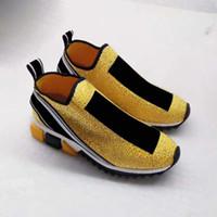 zapatilla de malla abierta al por mayor-2018 más nuevos cristales de las zapatillas de deporte de moda Letras de plata mujeres y los zapatos de los hombres del calcetín amarillo Rhinestone con caja Tamaño 35-46