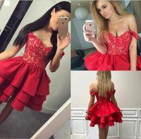 kırmızı mini eve dönüşen elbise toptan satış-Ruffles Katmanlı Kırmızı Kısa Mezuniyet Elbiseleri 2019 Ucuz Kapalı Omuzlar Aplike Mini Mezuniyet Kokteyl Elbiseleri Kısa Tatlı 16 Parti Elbise