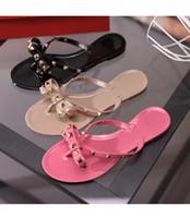 zapatos de gelatina de marca al por mayor-2018 NUEVA MARCA MUJERES Moda de verano Zapatillas de playa, sandalias con flecos, sandalias informales, zapatillas de fondo plano, bowknot, remaches, zapatos de playa