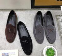 zapatos de vestir grises para hombre al por mayor-Los nuevos holgazanes de cuero del ante de la moda de los hombres se deslizan en los zapatos casuales Zapatos de vestido belgas Zapatillas Los planos de los hombres con Bowtie negro marrón gris DH2N34