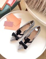 zapatos de boda estilo arco al por mayor-Brand New Latest Style Glittered Bow Pumps con 50MM talón medio talón bomba mujeres zapatos de boda con punta estrecha con Bowtie envío de la gota