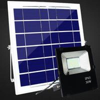 proyectores de alta potencia al por mayor-El panel accionado solar de alta calidad de 30W 50W 100W llevó las luces de inundación al aire libre del control remoto reflector al aire libre Luz de calle al aire libre