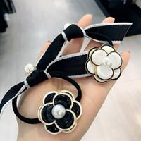 perle noire avec cheveux achat en gros de-Corée noir blanc Camellia Bow Perle Élastiques Bandes De Cheveux Élastique Accessoires de Cheveux Pour Les Filles Cravates Ruban Gomme pour