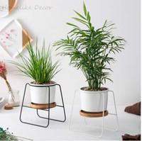 eisengarten blumen großhandel-Minimalistische Keramik Blumentöpfe Weiß Schwarz Sukkulente Töpfe mit Bambus Stand Eisen Metall Regal Home Decor Fairy Garden