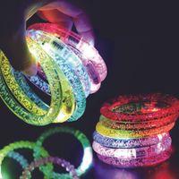 acrílico piscando levou pulseiras venda por atacado-LEVOU Acrílico Brilho Brilho Flash led Bracelet Light up brinquedos Varas Luminous Cristal Mão Anel Bangle Impressionante Dance Party Presentes de Natal