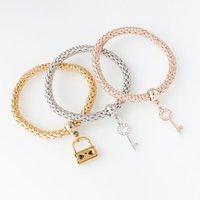 bracelets d'élasticité achat en gros de-La nouvelle mode arrive 3pcs / set élasticité serrure principale chaîne pendentif femmes bracelets en alliage de zinc pour la fête
