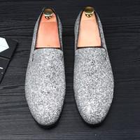 lüks elmas elbiseler gelinlik toptan satış-Elbise Ayakkabı Artı Boyutu 38-48 Lüks Erkekler Rahat Loafer'lar Gümüş Siyah Elmas Rhinestones Loafer'lar Perçinler Ayakkabı Düğün ayakkabı