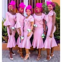 ingrosso elegante più la lunghezza del vestito del vestito di formato-Africano rosa tea lunghezza sirena abiti da damigella d'onore con grande fiocco elegante tromba cameriera d'onore abiti corti abiti da festa da sposa plus size