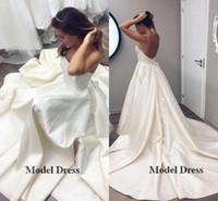 robes de porcelaine ivoire achat en gros de-2018 robes de mariée dos nu fabriqués en Chine une ligne bretelles en satin simples robes de mariée en ivoire avec long train personnalisé fait livraison gratuite