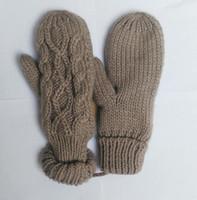 Wholesale 2018 Hot High Quality Brand Gloves Unisex Wool Mittens European Fashion Designer Warm Gloves Twist Knitted Gloves