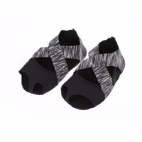 sapatos dedo para as mulheres venda por atacado-Yoga Meias Calçado Palmilhas Ballet Não-slip Cinco Dedo Do Dedo Do Pé Do Esporte Pilates Massageando Meias Palmilha Envoltório de Treinamento de Dança Para As Mulheres