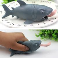ücretsiz köpekbalığı oyuncakları toptan satış-Yeni Cartton Shark Sıkıştırın Havalandırma Oyuncak 12 * 5 cm Çocuk Çocuk Dekompresyon Oyuncak Stres Rahatlatıcı Zor Komik Oyuncak Ücretsiz Kargo