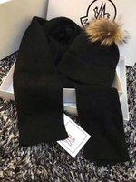 foulards carrés pour femmes achat en gros de-2018 femmes et hommes chauds écharpe et chapeaux ensemble hiver luxe laine chaud luxe designer foulards foulard foulard plus épais carré avec des boîtes