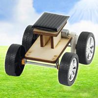 brinquedo carro mini bateria venda por atacado-Diy solar de madeira carro crianças montagem educacional modelo de energia solar bateria híbrido mini carro brinquedo ciência criativa para crianças presentes
