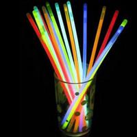 paquetes de juguetes de novedad al por mayor-100 unids por paquete partido palos Glow Sticks Pulsera Collares Fiesta de neón LED luz intermitente palos varita novedad Juguete encanto regalos