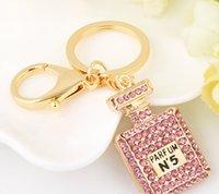 kore çantası takılar toptan satış-Moda Aksesuarları Parfüm şişesi anahtarlık Koreli kadın çantası kolye elmas inci araba iç araba aksesuarları CC ev Charms VIP hediye