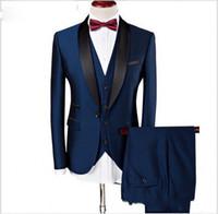 esmoquin azul marino slim fit al por mayor-Customized Groom Tuxedos Groomsmen Dark Blue Slim Trajes Fit Best Man Suit Boda / Trajes de hombre Novio Novio Desgaste (chaqueta + pantalones + chaleco)