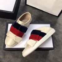 chaussures en velours achat en gros de-2018 Nouvelles chaussures décontractées Le Top marque un ruban rayé de rouge, blanc et bleu, avec trois arcs de velours autour de la chaussure avec une belle confortable